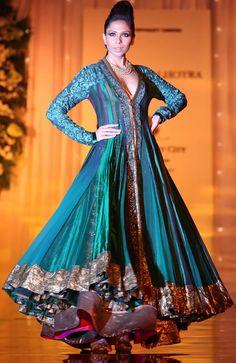 Awesome!  WeddingSutra Editors' Blog » Blog Archive » Manish Malhotra Finale at Amby Valley Bridal Week