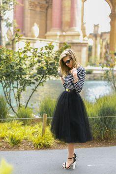 シックな大人コーデにしたいなら一着は持っていたい黒チュールスカート♡おチュールプリーツスカートのコーデ♡スタイル・ファッションの参考に♪