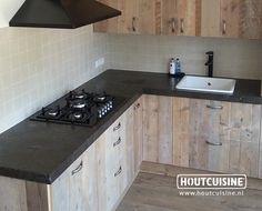 Nieuw op onze website wonen.nl keukenkastjes met houten planken, erg fraai New at our new website wonen.nl