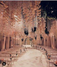 Perfeição é a definição que mais se encaixa nessa decoração MARAVILHOSA!! #detalhes #noivasbsb #decoracaodecasamento #blogdecasamento #felizesadois