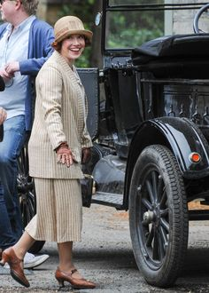 Downton Abbey: Season 4 - traveling suit, strap shoes with louis heel, brown leather gloves,  cloche hat