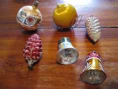 6 x old Vintage Cristmas glass balls,2 bells 2 pine cones and 2 balls...Cleanup! #CristmasFigurine