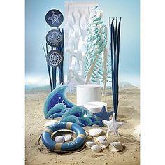 Dekoidee Maritim Schwungvoll ziert das Deko-Netz mit Fischen die Schaufensterfigur und ist Teil einer trendigen Sommerdekoration mit Seesternen, Seegras und blauem Rettungsring. http://www.decowoerner.com/de/Saison-Deko-10715/Sommer-10744/Komplette-Dekoideen-Sommer-11325/Dekoidee-Maritim-642.163.00.html