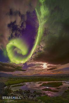 Beautifully fantastic Aurora over the Icelandic fault. Image Credit & Copyright: Juan Carlos Casado (TWAN, Earth and Stars)
