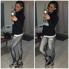 GM y'all and happy Friday! Almost forgot to share one of my favorite gym outfits so far @live.official new jean legging how not to love it?  #TeamLive  _____________________  Bom dia meu povo e feliz sexta!!! Quase me esqueço de postar aqui um dos looks que mais amei da @liveoficial até hoje: essa legging jeans nova na cor cinza com meu moletom favorito! Não tem como não amar :) by bellafalconi