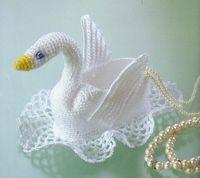 Un gracioso cisne, facilito de hacer. Cuando comencé a tejer fue una de mis primeras creaciones unos cisnitos que quedaron muy bonitos, ya n...