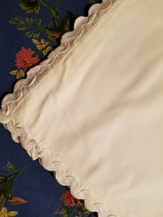 Sunny Pretty Madeira Cutwork And Embroidered 41 By 40 Inch Tablecloth Yet Not Vulgar Linens & Textiles (pre-1930)