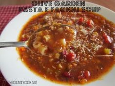 Olive Garden Pasta E Fagioli Soup {and it's made in the Crock Pot - yummy! Oh my gosh, this is my fav! Tasted A LOT like Olive Garden, and it was super easy in the crock pot. Slow Cooker Soup, Slow Cooker Recipes, Crockpot Recipes, Soup Recipes, Cooking Recipes, Ninja Recipes, Entree Recipes, Chili Recipes, Copycat Recipes