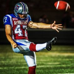 Drew Basil - Montreal Alouettes - BUCKEYE! Montreal Alouettes, Canadian Football League, Professional Football, Sports Pictures, College Football, Football Helmets, Basil, Nfl, Vintage