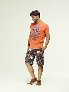 2012 - MAN Spring Summer COLLECTION. T-shirt and bermuda in hawaiian style. #franklinandmarshall, #americancollegestyle.
