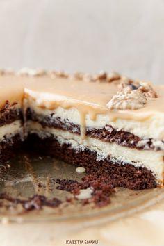 Piernikowo-cheese cake with plum jam and peanut butter sauce Polish Desserts, Polish Recipes, Polish Food, Food Cakes, Cupcake Cakes, Gingerbread Cake, Gingerbread Cheesecake, Yummy Treats, Yummy Food