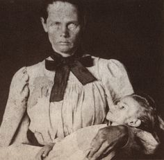 A Boer woman with her dead child, the last of her children to die, photographed by Emily Hobhouse. An English activist, Emily spent six months in South Africa from January to June 1901 visiting Bloemfontein and six other concentration camps. Post Mortem Photography, War Photography, Steve Biko, African History, Historical Photos, South Africa, Images, Child Photo, Women
