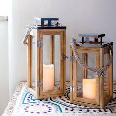 Grande Lanterne en Bois avec Bougie LED à Piles et Anse en Corde, 34cm par Lights4fun
