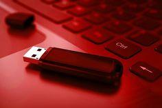 Revelan un virus que podría acabar con el formato USB. DETALLES: http://www.audienciaelectronica.net/2014/10/03/revelan-un-virus-que-podria-acabar-con-el-formato-usb/