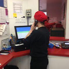 Une téléphoniste qui prend une commande cantine le Rallie a RIMOUSKI