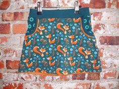 Werkbeschrijving tricotrokje LindaWat heb je nodig voor meisjes?Tricotstof, boordstof, leuke kantjes of bandjes en pyama elastiek.Hieronder staat aangegeven wat je ongeveer