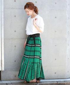 ◆STAFF Recommend! 夏に欠かせないTシャツ! 今年は柄スカートと合わせるのがおすすめです!
