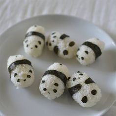 Sushi rice and seaweed pandas. I love Onigiri. I miss onigiri. These are just too adorable to eat though. Panda Sushi, Panda Food, Sushi Sushi, Sushi Rolls, Fruit Sushi, Panda Panda, Good Food, Yummy Food, Think Food