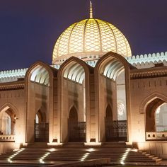17 Absolutely Stunning Mosques From Around The World Mosque Architecture, Neoclassical Architecture, Ancient Greek Architecture, Religious Architecture, Beautiful Architecture, Architecture Design, Gothic Architecture, Sultan Qaboos Grand Mosque, Temples