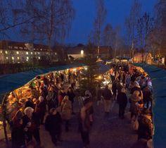 Die Stände des Weihnachtsmarkts in Dießen am Ammersee werden immer zum zweiten Adventswochenende aufgebaut.