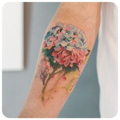 What does hydrangea tattoo mean? We have hydrangea tattoo ideas, designs, symbolism and we explain the meaning behind the tattoo. Dope Tattoos, New Tattoos, Tatoos, Arm Tattos, Hydrangea Tattoo, Watercolour Tattoos, Watercolor, Unusual Tattoo, Flower Sleeve