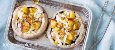 Gevulde bbq portobello's met perzik - Leuke recepten Portobello, Tasty Vegetarian, Cobb Bbq, Feta, Salade Caprese, A Food, Good Food, Skinny Recipes, Bbq Grill