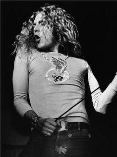 Robert Plant Con fuerza, onda y super sexy