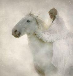 magical Snow White horse and Lady Winter Pretty Horses, Horse Love, Beautiful Horses, Horse Girl, Foto Fantasy, Fantasy World, Fantasy Life, Especie Animal, White Horses