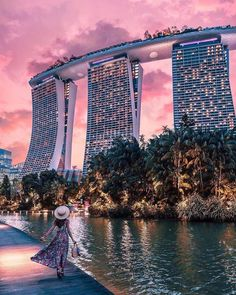 The amazing Marina Bay Sands hotel in Singapore . Singapore Things To Do, Stay In Singapore, Holiday In Singapore, Sands Singapore, Singapore City, Singapore Photos, Singapore Travel, Travel Photography Tumblr, Photography Beach