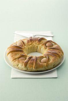 Porta in tavola il tradizionale casatiello napoletano con la ricetta di Sale&Pepe. Una morbida pasta ripiena di formaggio e uova che conquisterà tutti.