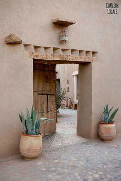 A beautiful Moroccan home decorated by Couleur Locale (Vosgesparis) - House Architecture Design Exterior, Interior And Exterior, Adobe Haus, Riad Marrakech, Marrakesh, Casa Patio, Moroccan Decor, Moroccan Interiors, Moroccan Style