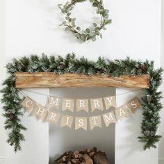 Diy Christmas Fireplace, Farmhouse Christmas Decor, Christmas Mantels, Rustic Christmas, Christmas Wreaths, Pinecone Christmas Crafts, Traditional Christmas Decor, Christmas Leaves, Victorian Christmas