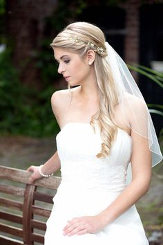 Bridal hairstyles with a long veil- Brautfrisuren mit langem schleier Bridal hairstyles with a long veil - Bridal Hair Half Up, Boho Bridal Hair, Flower Headpiece Wedding, Bridal Hair Flowers, Short Wedding Hair, Bridal Hair And Makeup, Bridal Headpieces, Dress Hairstyles, Bride Hairstyles