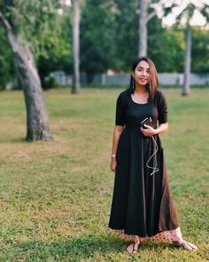 27 new ideas for womens dress classy chic Dress Indian Style, Indian Dresses, Indian Outfits, Indian Wear, Office Wear Women Work Outfits, Youtubers, Casual Indian Fashion, Boho Fashion, Classy Dress