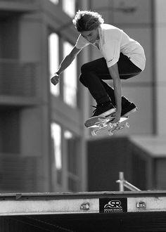 Curren Caples San Fran Drop Thrasher, Skate Photos, Skate And Destroy, Skate Shop, Skate Art, Skater Boys, Skate Style, Dynamic Poses, Skateboard Art