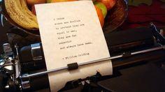 """Citation de William Golding, """"Wlomen... Est de loin supérieure...,""""tapé à la main sur la machine à écrire Vintage"""