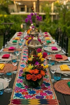 ideas wedding themes mexican fiesta party for 2019 Mexican Bridal Showers, Mexican Theme Baby Shower, Mexican Themed Weddings, Mexican Wedding Traditions, Mexican Fiesta Party, Mexican Dinner Party, Fiesta Theme Party, Mexican Birthday, Hotel Wedding