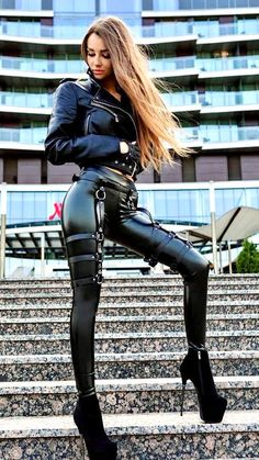 Cosplay Outfits, Sexy Outfits, Cute Outfits, Fashion Outfits, Leather And Lace, Leather Pants, Leder Outfits, Latex Girls, Latex Dress