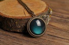 Antike Halskette Glas-Kuppel-Anhänger antik Messing von SomeMagic