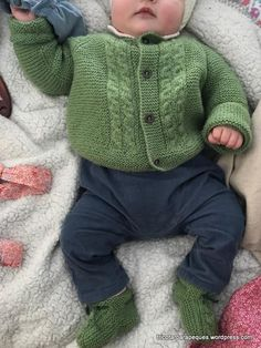 Lovely cardigan for baby 6 months old. Modelo 14 - Tricotar para peques - Knitting for kids Baby Cardigan, Crochet Cardigan, Knit Crochet, Kids Knitting Patterns, Knitting For Kids, Knit Baby Sweaters, Crochet Baby Clothes, 6 Month Olds, Beautiful Babies
