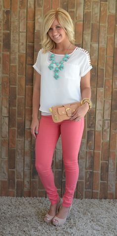 Pink pants: this is how you style them. Add bright denim plus a trendy stack of bracelets, killer heels or wedges, and a cool top