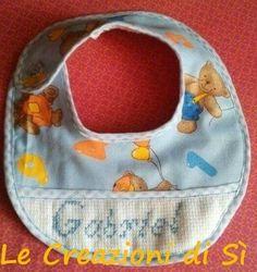 Bavaglino realizzato per Marianna - Uri (SS) -  Visita la mia pagina facebook Le Creazioni di Sì.
