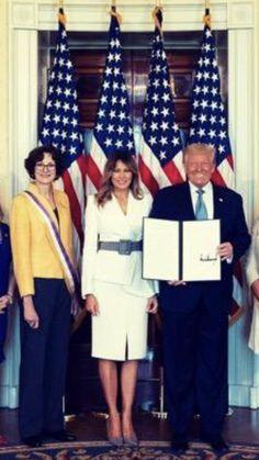 Donald And Melania Trump, First Lady Melania Trump, Donald Trump, 19th Amendment, Trump One, Greatest Presidents, America, House, Outfits