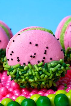 Watermelon Macarons..Cute!! (Just idea, there is no recipe)