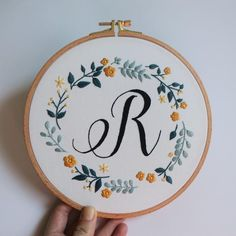 hand embroidery stitches tutorial step by step Hand Embroidery Patterns Free, Embroidery Materials, Embroidery Stitches Tutorial, Hand Work Embroidery, Embroidery Hoop Art, Cross Stitch Embroidery, Machine Embroidery Designs, Embroidery Ideas, Knitting Stitches