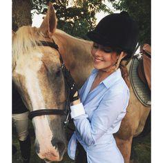 Liz Gillies // Horse // Dynasty