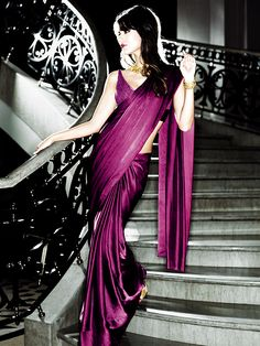 A Sari is one the most elegant indian outfits ! Indian Attire, Indian Wear, Indian Dresses, Indian Outfits, Indian Clothes, Saris, Indian Style, Ethnic Fashion, Asian Fashion