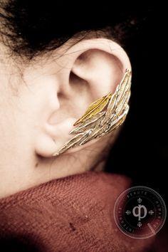 Pluma oreja brazalete pendiente por DesrochersStudio en Etsy, $62.00