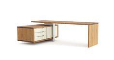 Dominantný pracovný stôl pre priestorové umiestnenie. Plnomasívna konštrukcia a masívne drevo pôsobia mohutne, avšak aj poskytujú priestor pre dôležité povinnosti a veľké rozhodnutia. Nerezová konštrukcia ukotvuje kontajner pre tech zázemie, čelá dostupné vo viacerých materiálových prevedeniach.