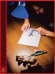 Vasile Sabadi, bijutier Sabion.  Pictează de mic, a absolvit studiile în sculptură, sculptează în lemn şi de mai bine de 7 ani este bijutier în cadrul Atelierelor Sabion, specializat în lucrări manuale de mare acurateţe.  #bijutieri #români #Sabion
